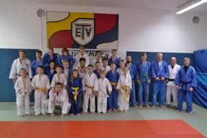 Die Teilnehmer des Lehrgangs mit Landestrainer Holger Scheele (3. v.r.)